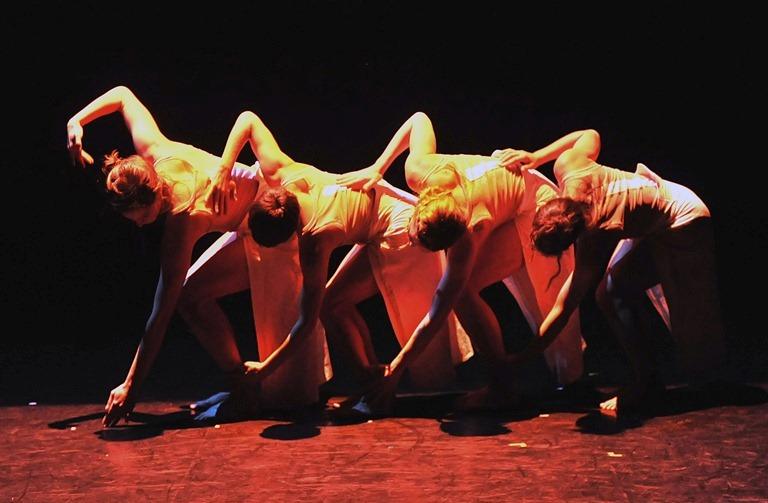 ROYAUME UNIS ,choregraphie angelin preljocaj danseuses:Carole Dauvillier, Jann Gallois, Marion Motin, Emilie Sudretheatre de suresnes du 20 au 24 janvier 2012(Photo by Jean Claude Carbonne/ArtComArt