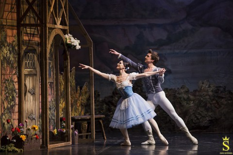 """L'immortale """"Giselle"""", tra trionfi e scivoloni"""