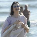 Carla Fracci in spiaggia con i nipoti a Forte dei Marmi