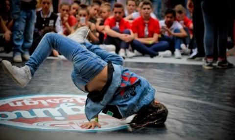 Hip-hop-Revolution-ballerino-744x445